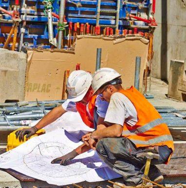 Photo d'ouvriers sur un chantier