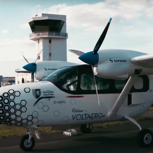 Tour de France Edeis Voltaero d'un avion hybride. Le grand départ